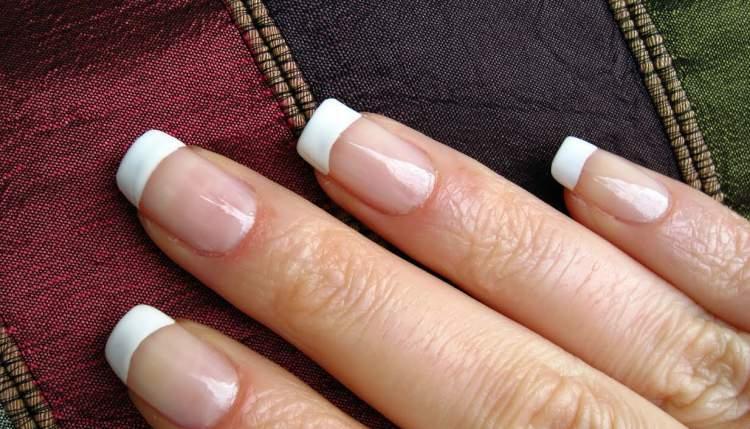 come si fa il french sulle unghie