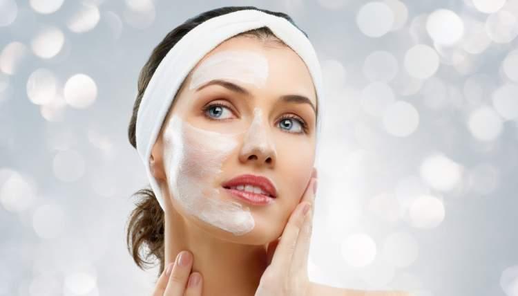trattamento di bellezza naturale con yogurt e menta