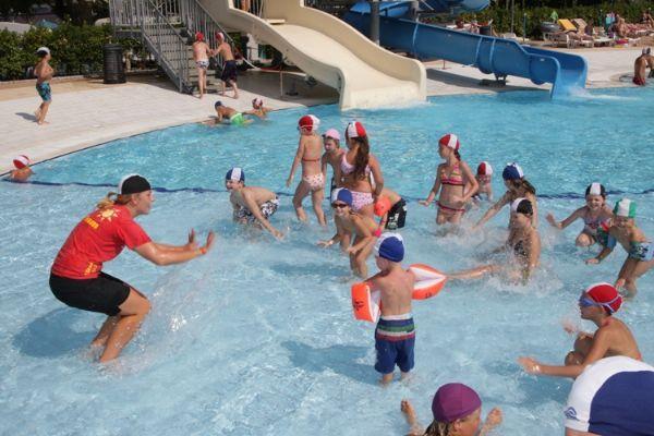 giochi-bambini-piscina