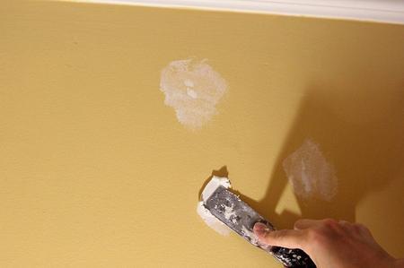 come-riparare-una-crepa-su-un-muro
