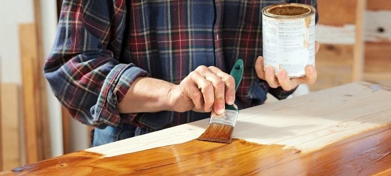 scurire il legno dei mobili