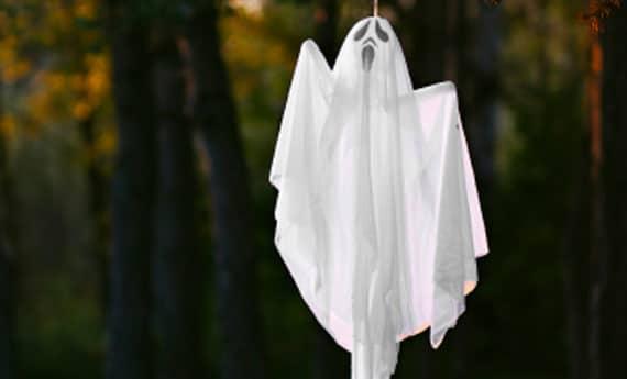 Come creare fantasmi di stoffa per halloween - Creare in casa fai da te ...