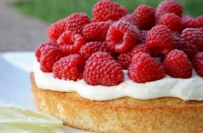 come si fa la torta panna e lamponi
