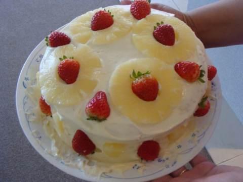 torta con fragole e ananas