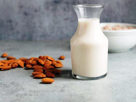 come-preparare-latte-mandorle
