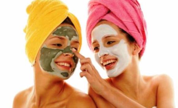 rimedi-naturali-pulizia-viso-erbe