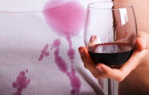 come-pulire-macchia-vino-bicarbonato