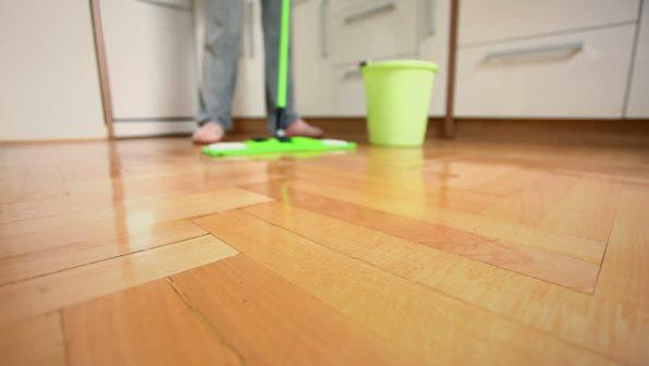 Come pulire il parquet senza rovinarlo for Pulire parquet