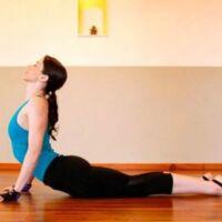 esercizi yoga ventre piatto