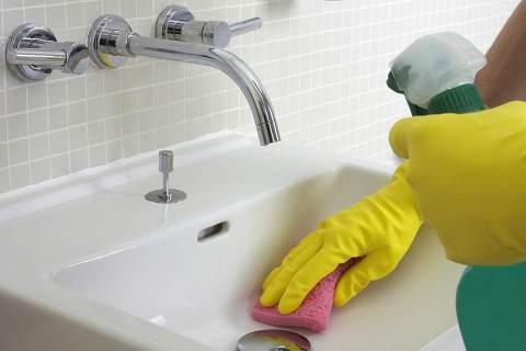 Come si fa un detersivo per pulire bagno e cucina