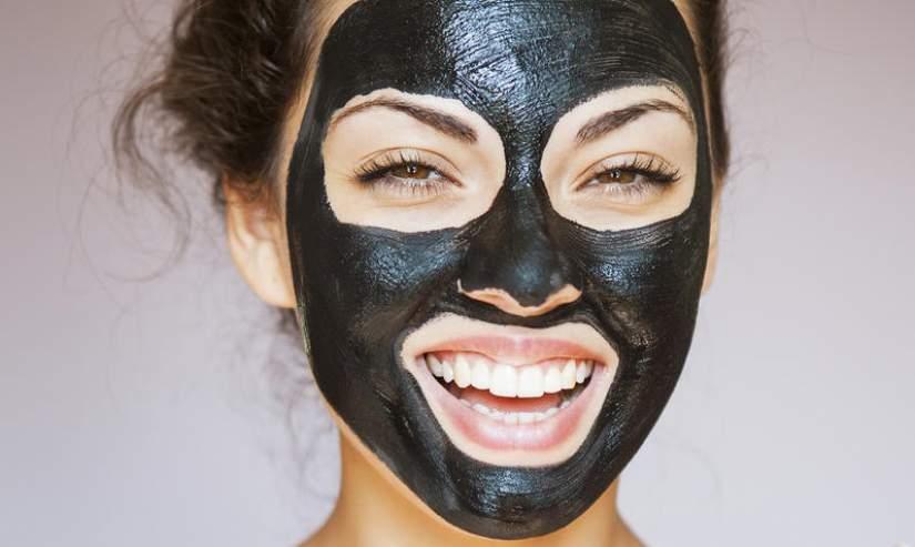 maschera nera bellezza