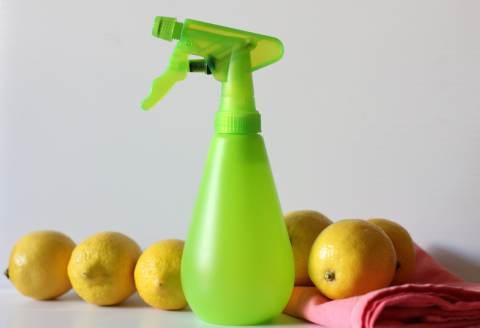 pulire casa con il limone