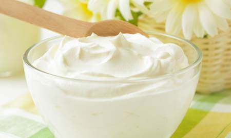 yogurt bianco per il viso