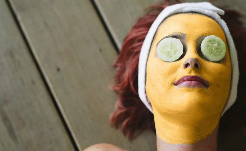 maschera naturale con curcuma e limone