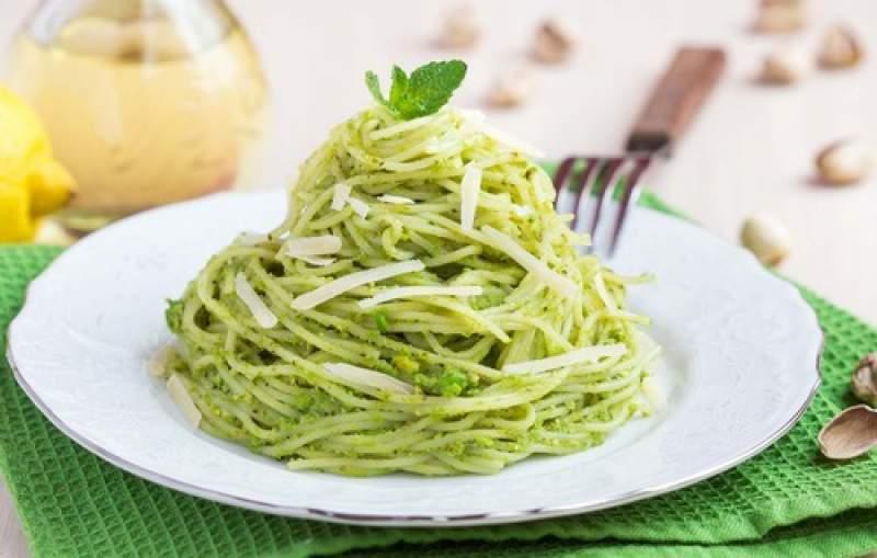 spaghetti ricotta e pistacchi