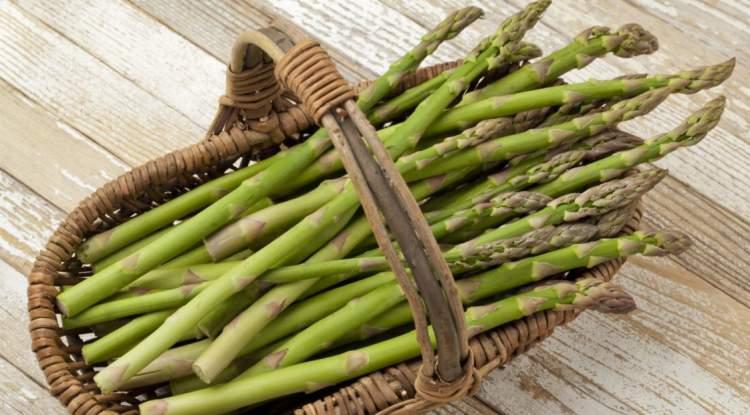 trovare e pulire gli asparagi