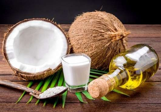 pulizia viso con olio di cocco