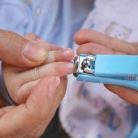 tagliare le unghie ai piccoli