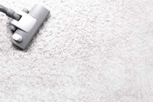 pulire i tappeti con aspirapolvere
