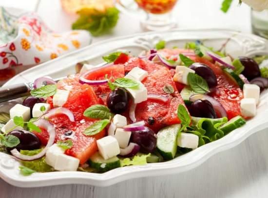 preparazione insalata greca