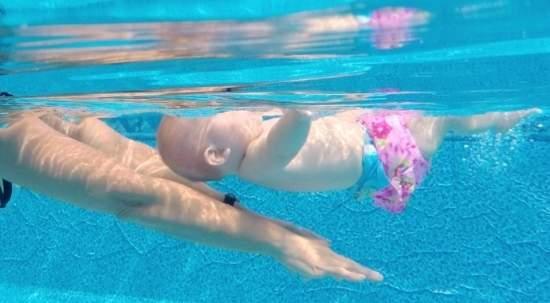 nuoto per neonati