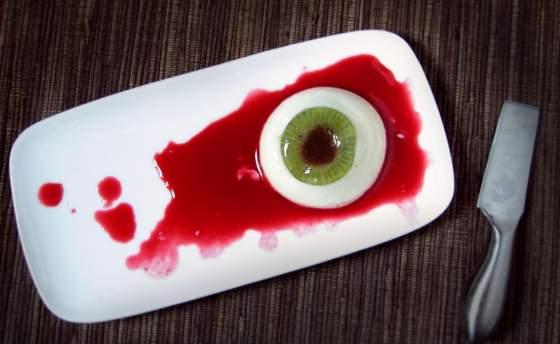 occhi sangue halloween