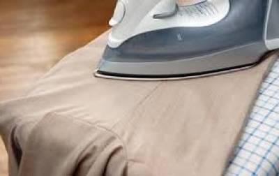 stirare gambe dei pantaloni