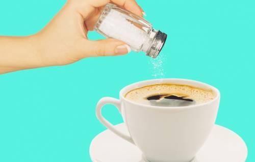 mettere il sale nel caffè