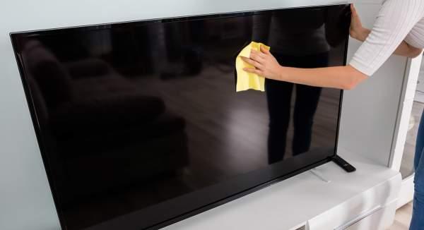 pulizia televisore