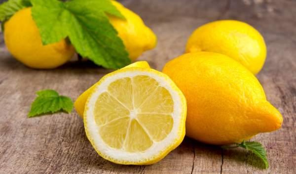succo di limone per bloccare il sangue