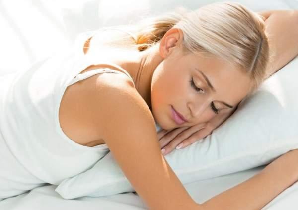 dormire bene per una pelle sana