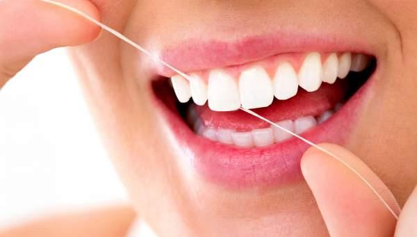 filo interdentale per pulire i denti