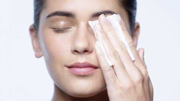 struccare il viso per la pelle idratata