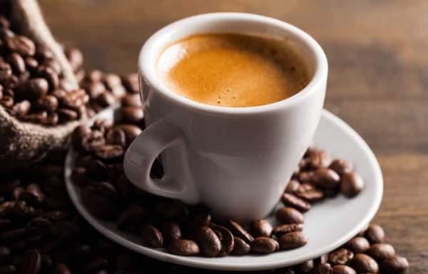 bere troppi caffè fa male
