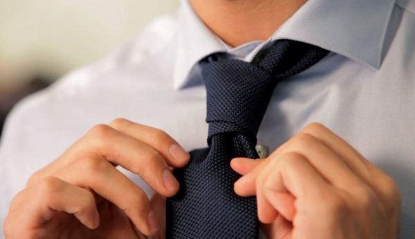 doppio nodo per la cravatta