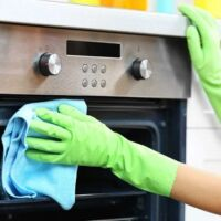 come si fa per pulire il forno