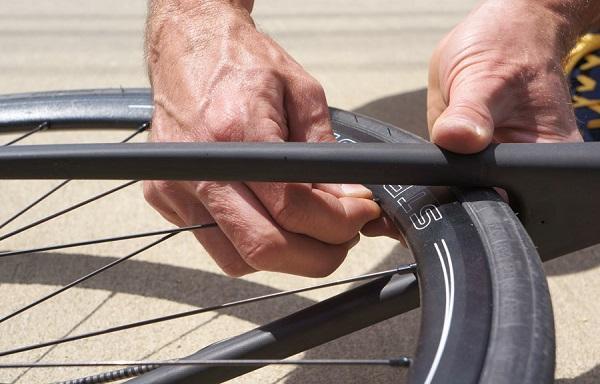 ruota della bici bucata