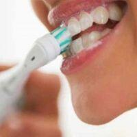 uso corretto dello spazzolino elettrico
