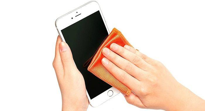 disinfettare smartphone per il coronavirus
