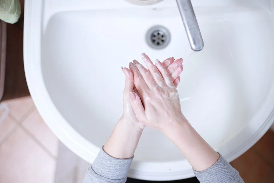 quante volte lavare le mani covid