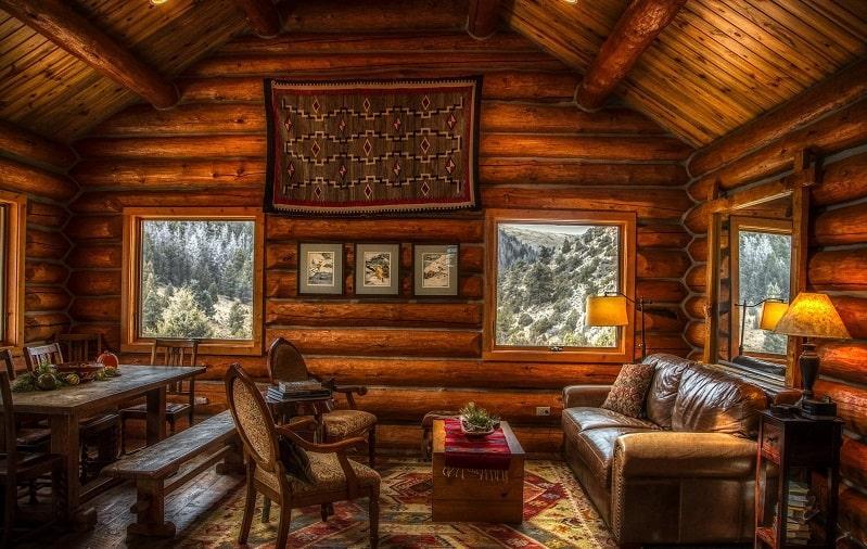 casa con tronchi