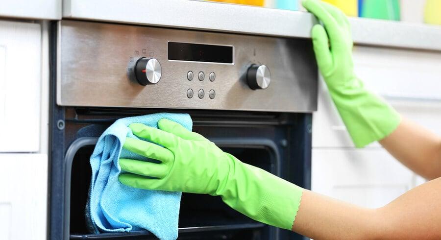 come pulire il forno con aceto e limone