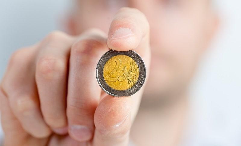 moneta da 2 euro falsa