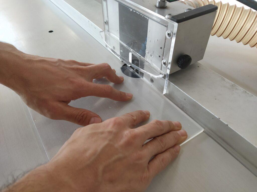 fresatura del plexiglass a 45